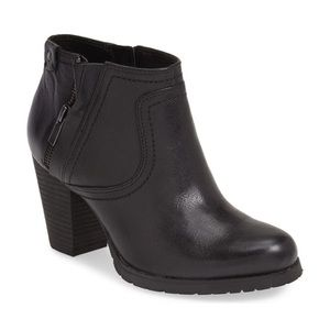 Clarks Mission Halle Black Leather Booties Size 6